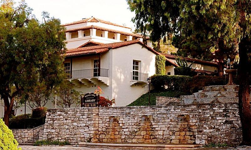 The Malaga Cove Library