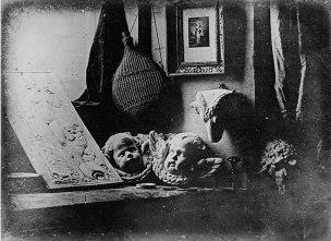 1920px-Daguerreotype_Daguerre_Atelier_1837